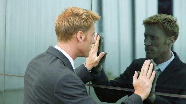 Репетиция речи перед зеркалом