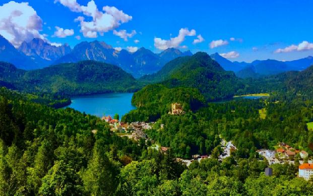 Германия. Автор24 — интернет-биржа студенческих работ