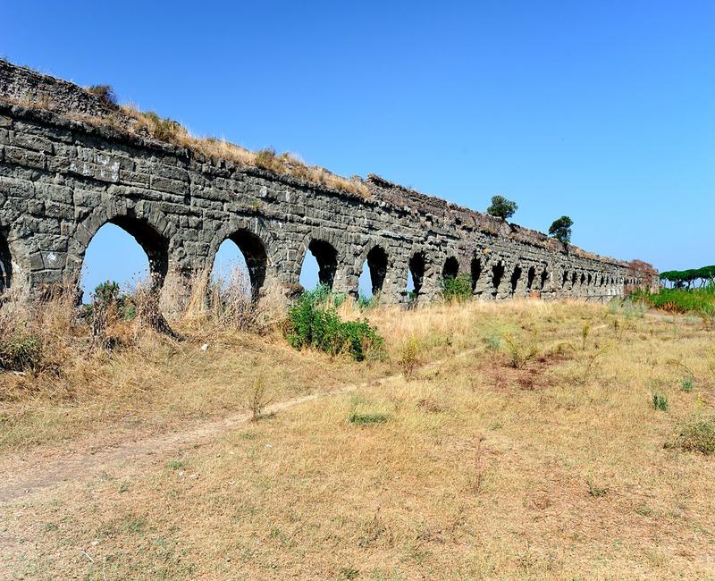 Арки акведука Клавдия. Автор24 — интернет-биржа студенческих работ