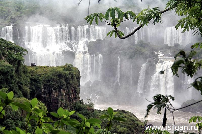Водопады на реке Игуасу. Автор24 — интернет-биржа студенческих работ