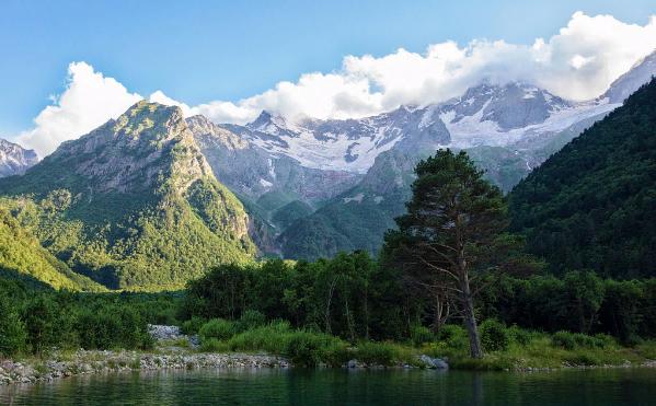 Типичный ландшафт Осетии. Автор24 — интернет-биржа студенческих работ