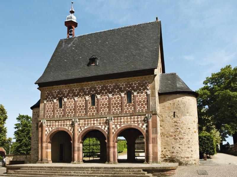 «Ворота» с надвратным залом в Лорше. Автор24 — интернет-биржа студенческих работ